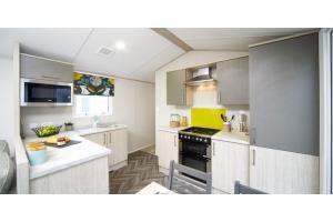 2020_atlas_amethyst_kitchen.jpg