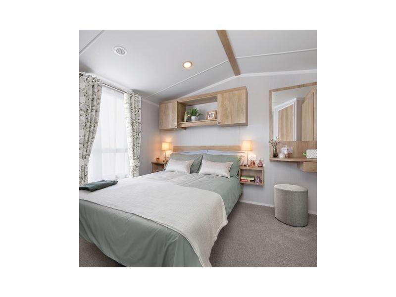 int-burgundy-35-x-12-2b-master-bedroom-swift.jpg